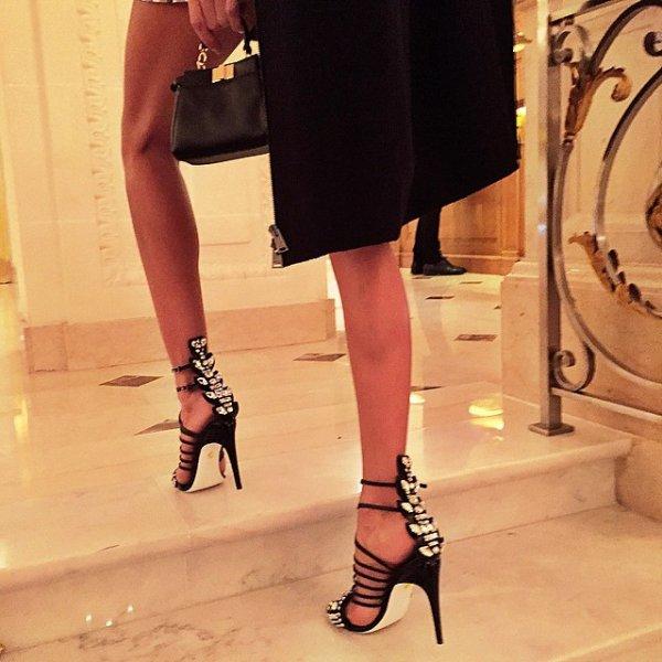 clothing, footwear, high heeled footwear, leg, little black dress,