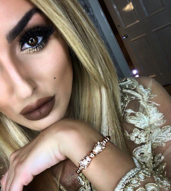 human hair color, eyebrow, beauty, jewellery, blond,
