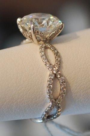 jewellery,fashion accessory,bracelet,silver,chain,