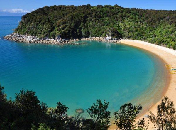 coastal and oceanic landforms, body of water, coast, sea, promontory,