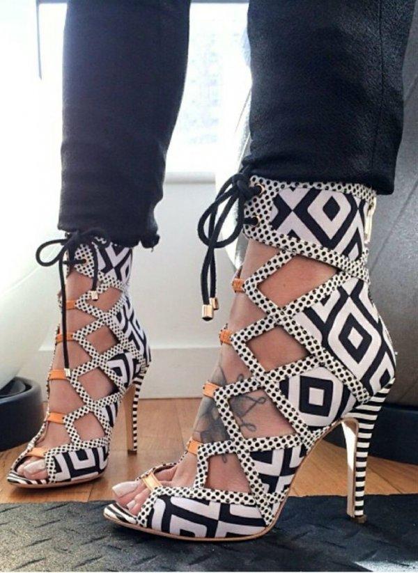 footwear,leg,shoe,high heeled footwear,pattern,