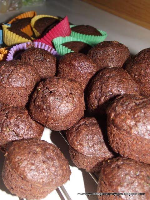 muffin, baked goods, dessert, chocolate, chocolate brownie,