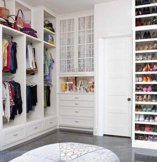 Crispy White Walk-in Closet