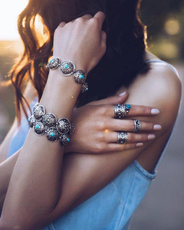 jewellery, beauty, fashion accessory, nail, shoulder,