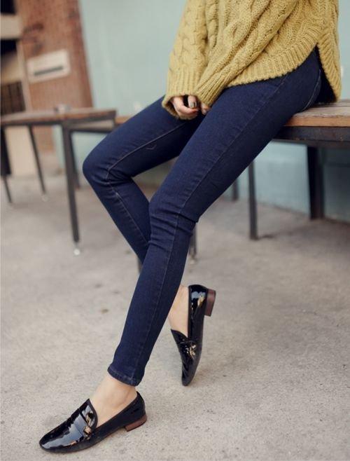 footwear,clothing,shoe,high heeled footwear,jeans,