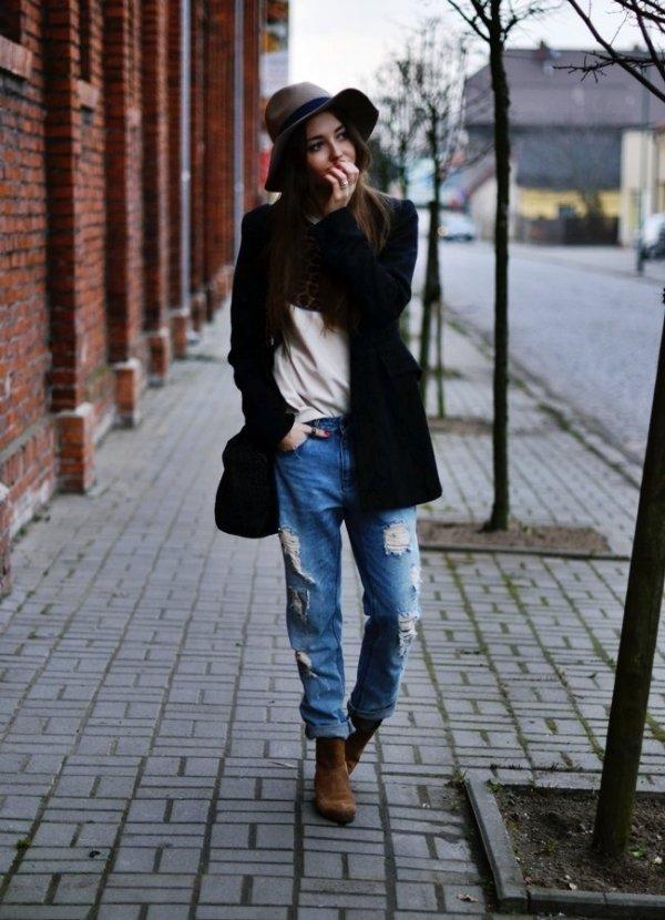 Boyfriend Jeans + Floppy Hat