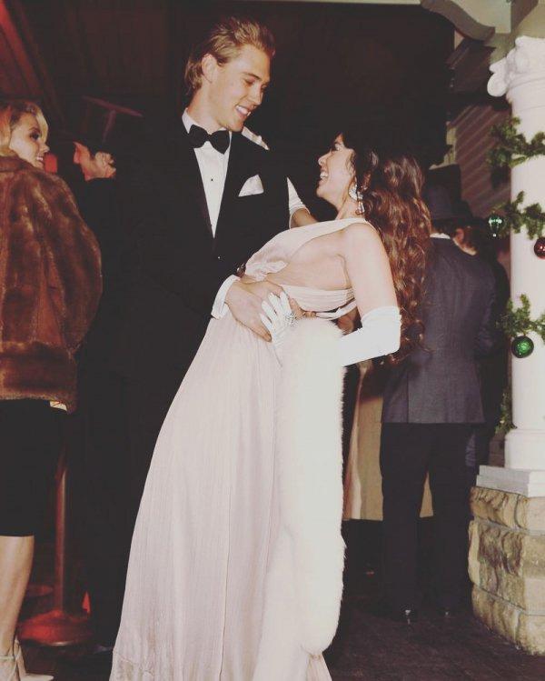 Formal wear, Fashion, Dress, Suit, Wedding dress,