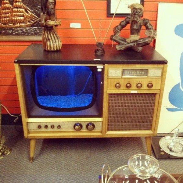 """Vintage """"Entertainment Center"""" Aquarium"""