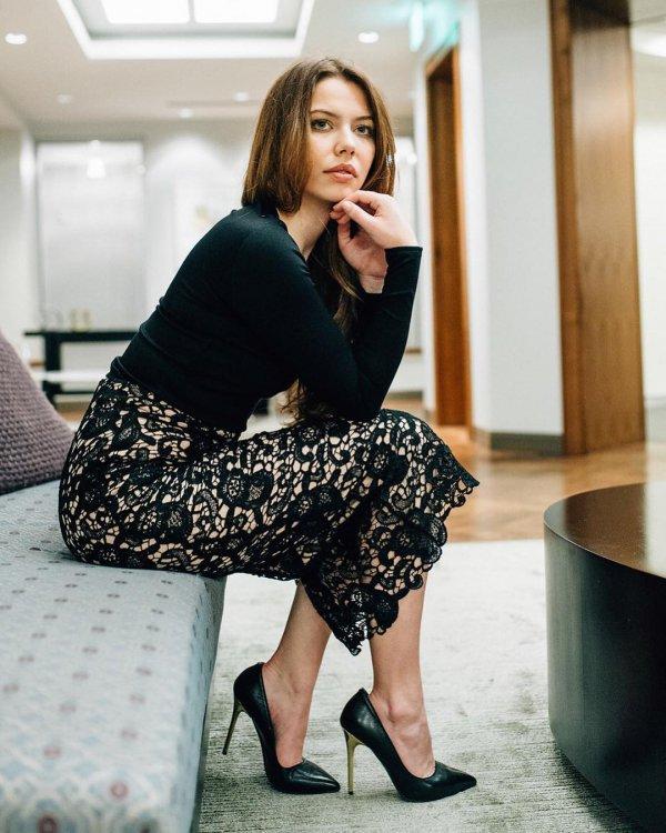 clothing, sitting, beauty, leg, shoulder,