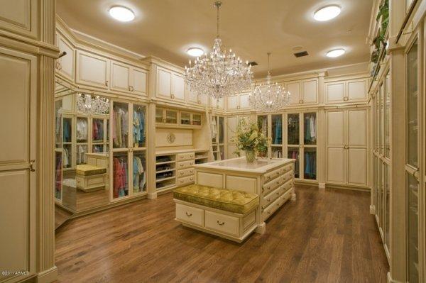 Ordinaire Royal Closet