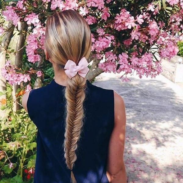 hair,clothing,hairstyle,flower,long hair,