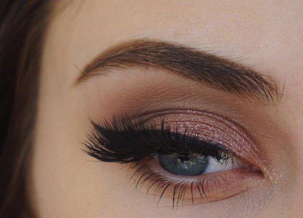 eyebrow, eye, turquoise, aqua, purple,