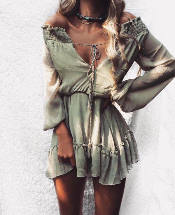 clothing, sleeve, outerwear, fashion accessory, photo shoot,