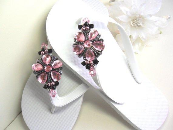 pink,footwear,jewellery,fashion accessory,petal,