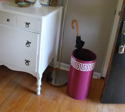 trashcan 8 diy umbrella stands to make lifestyle. Black Bedroom Furniture Sets. Home Design Ideas
