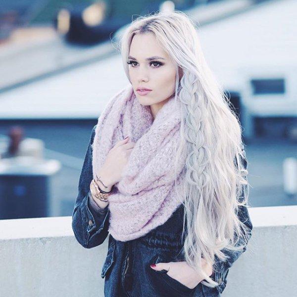 clothing, hair, blond, hairstyle, bangs,