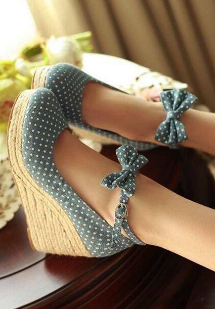footwear,shoe,leg,arm,jewellery,