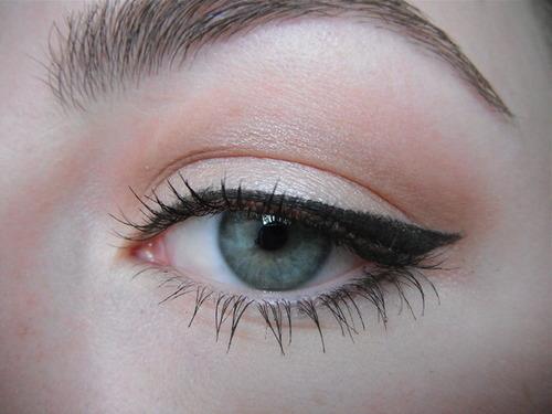 V For Va Va Voom 7 Fun Eyeliner Styles Makeup