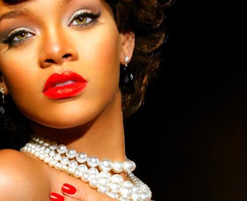 Rihanna: Red Lips
