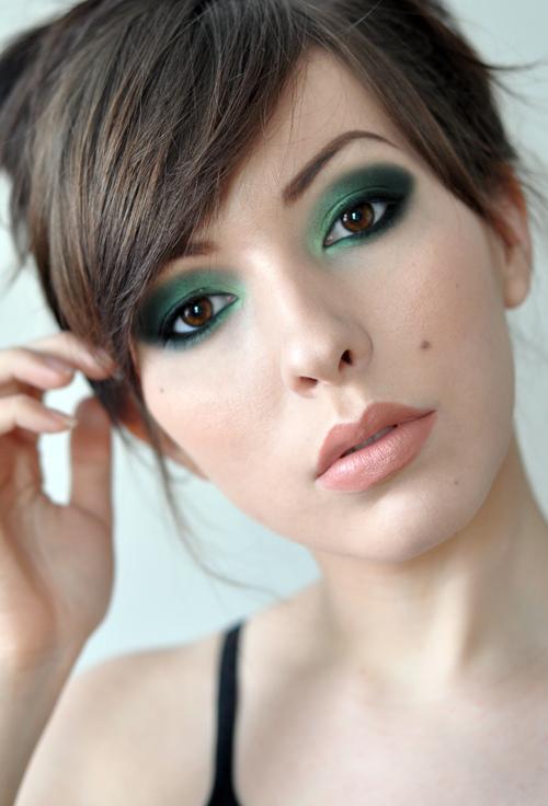 7 Fab Makeup Tricks To Enhance The Green
