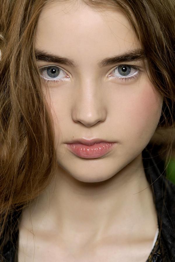 Use White Eye Liner