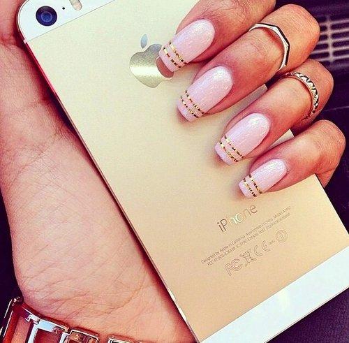 Do Horizontal Stripes on Your Nails