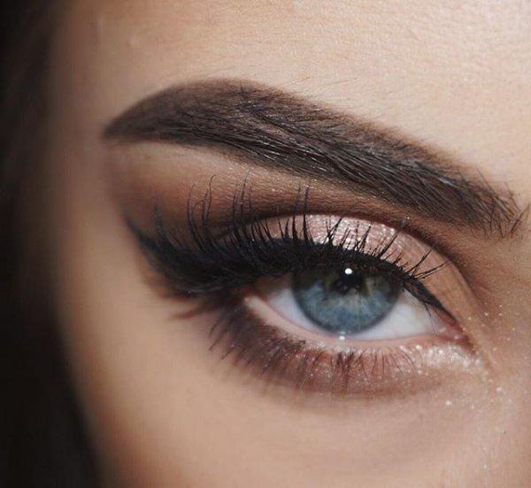 eyebrow, electric blue, eye, turquoise, aqua,