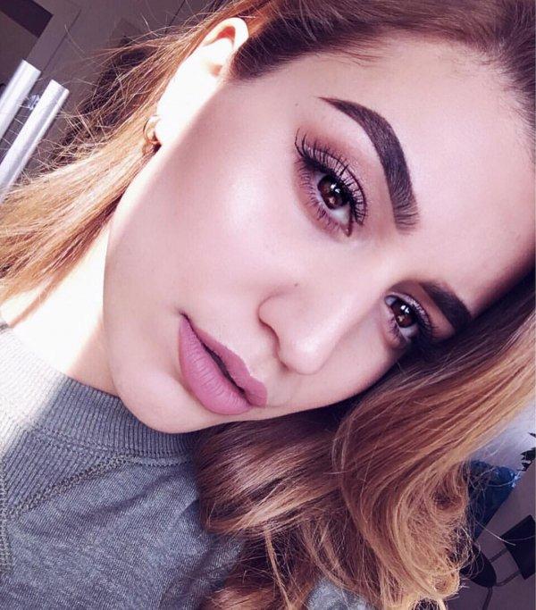 Use Light Eye Makeup