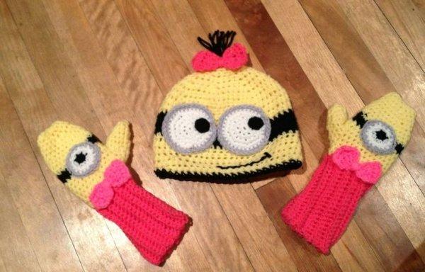 Minion Hat and Mittens Set