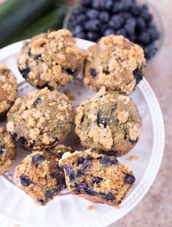 cookies and crackers, cookie, snack, oatmeal raisin cookies, chocolate chip cookie,
