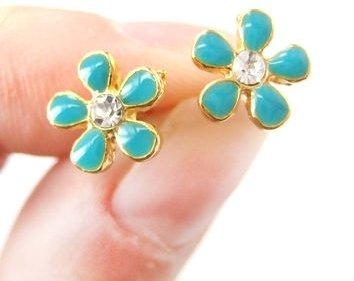 Small Daisy Floral Flower Stud Earrings
