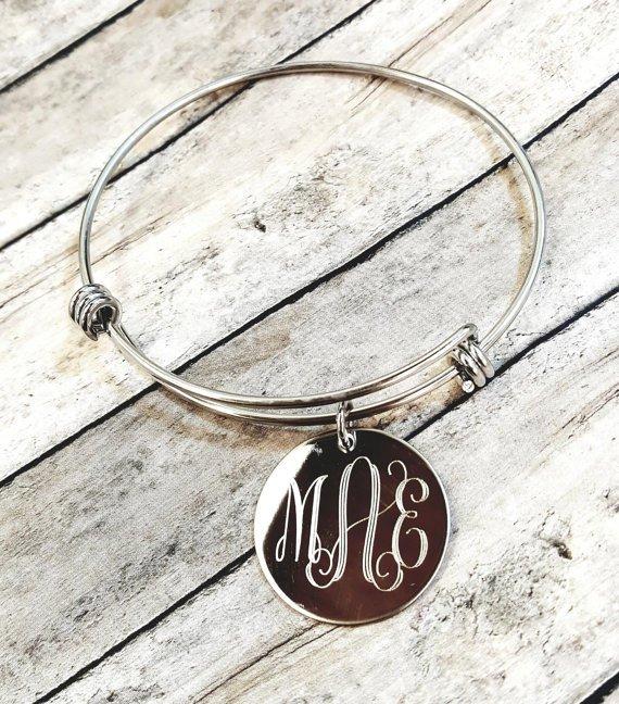 pendant,necklace,jewellery,fashion accessory,locket,