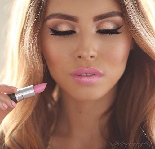 eyebrow,face,lip,cheek,nose,
