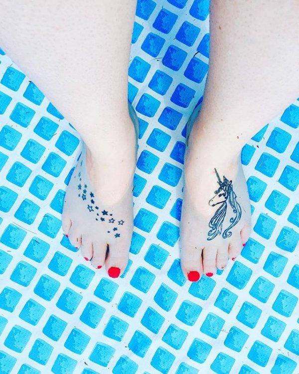 blue, aqua, turquoise, footwear, finger,