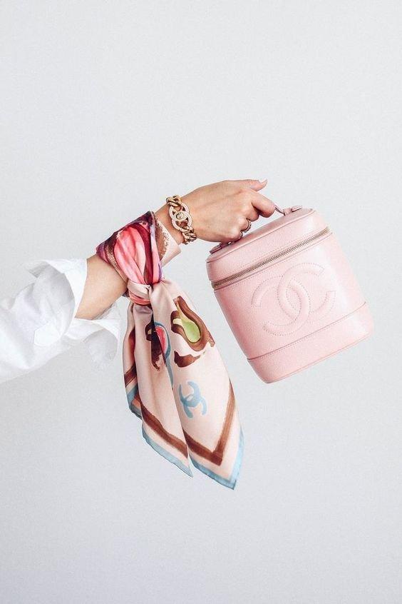 Pink, Fashion accessory, Hand, Peach, Handbag,