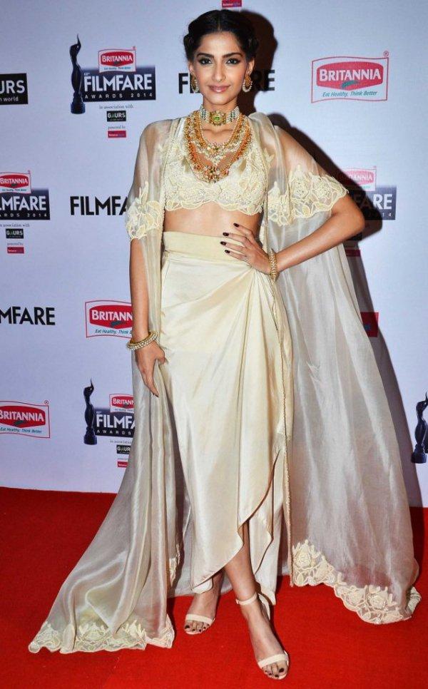 In Anamika Khanna at the Filmfare Awards 2015