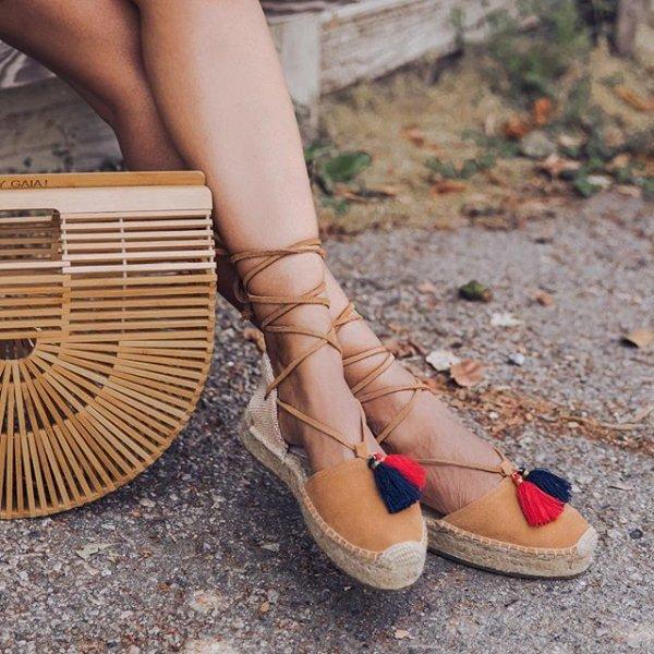 footwear, fashion accessory, shoe, high heeled footwear, leg,