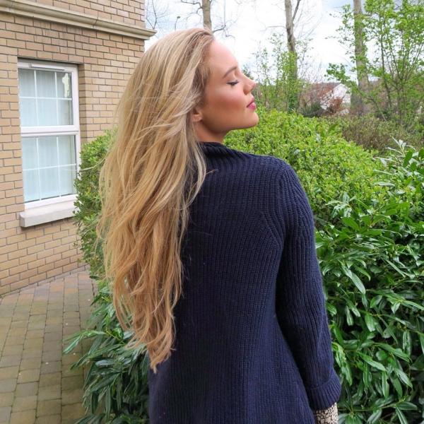 hair,clothing,hairstyle,dress,long hair,