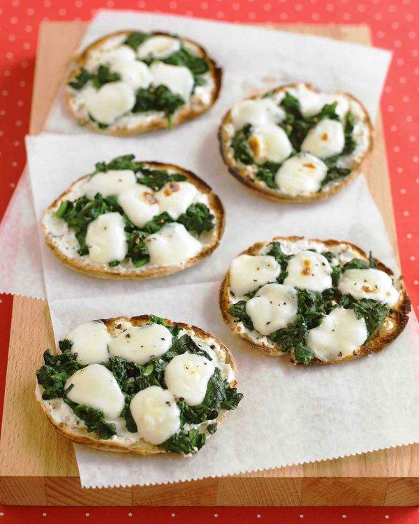 Mini Spinach and Cheese Pitza