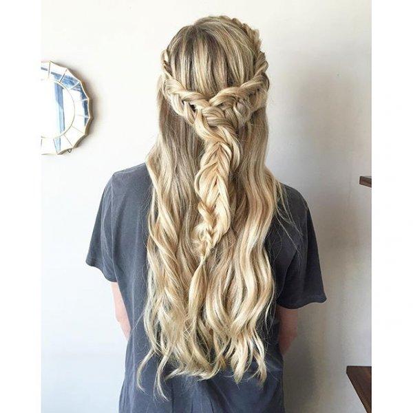 hair, hairstyle, blond, long hair, bangs,