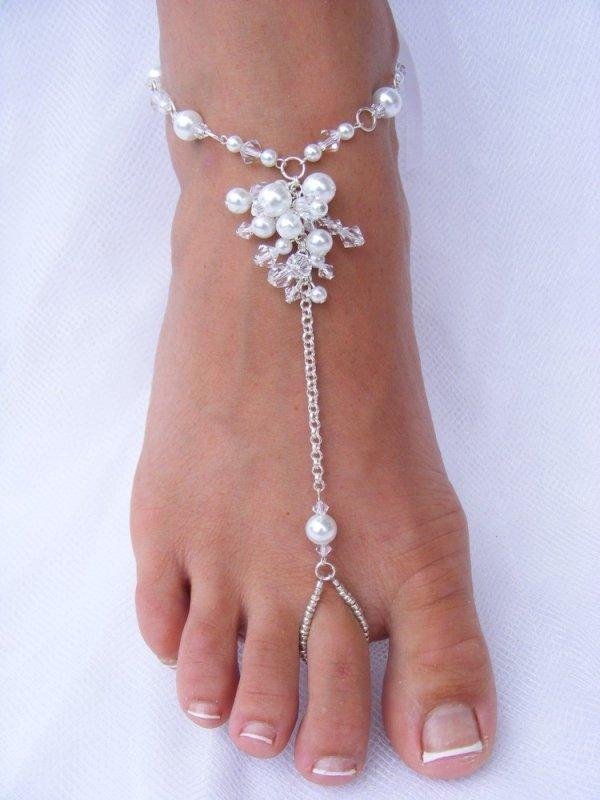 jewellery,leg,fashion accessory,finger,barefoot,