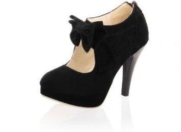 footwear,black,high heeled footwear,leather,shoe,