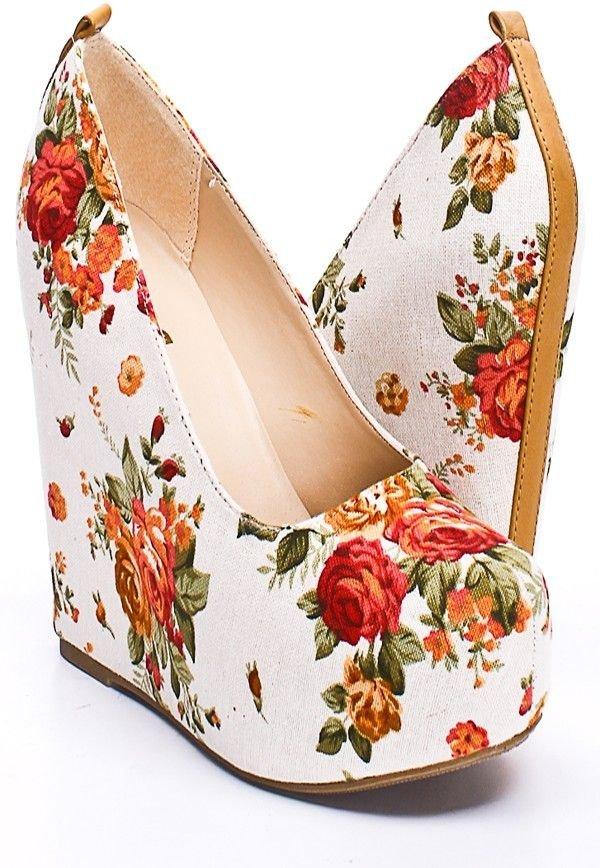footwear,shoe,bag,high heeled footwear,leg,