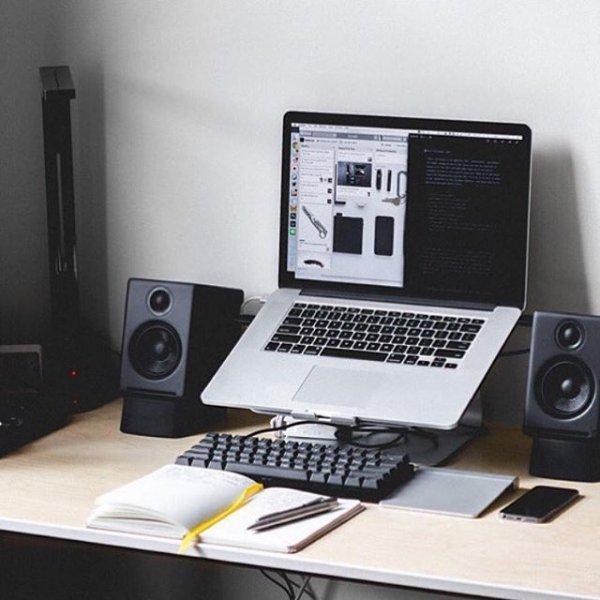 room, personal computer, desktop computer, computer hardware, multimedia,