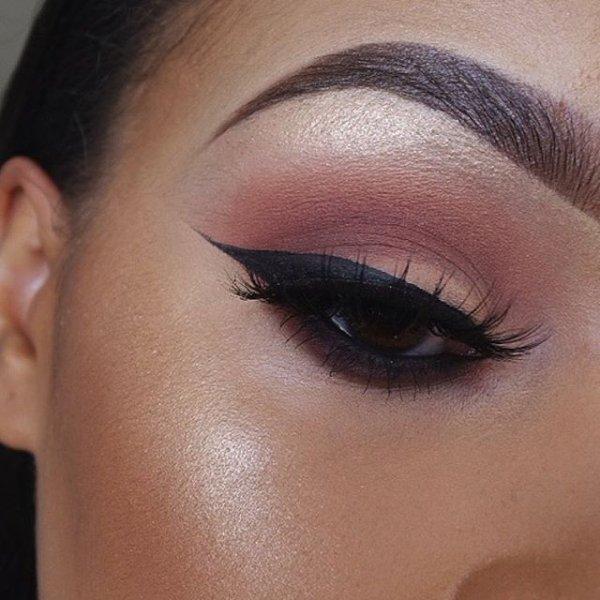 eyebrow,face,eye,cheek,nose,