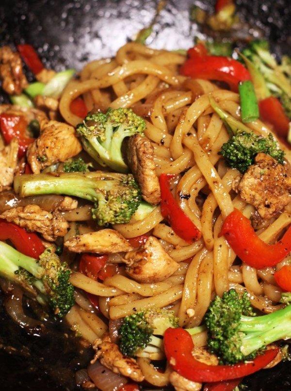 food,dish,cuisine,produce,chow mein,