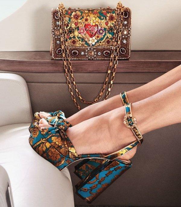 Shoulder, Fashion, Fashion accessory, Bag, Joint,