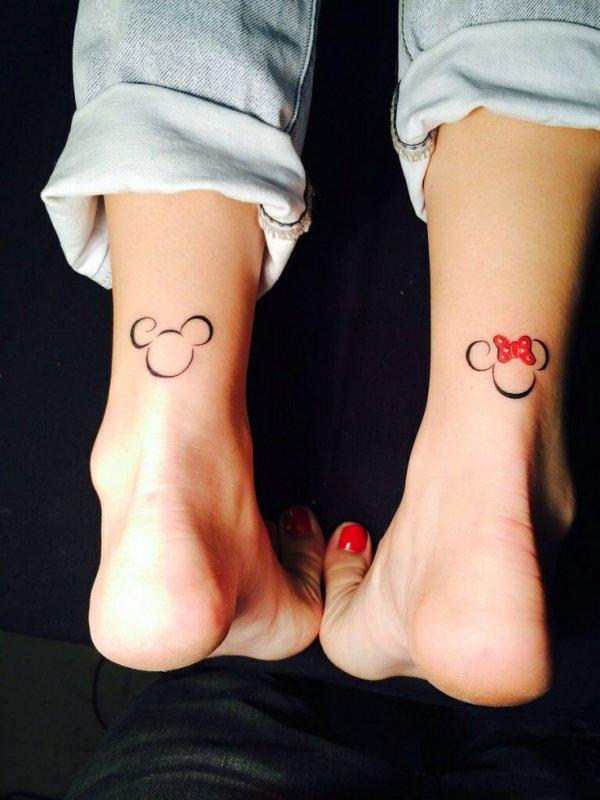 leg,footwear,toe,finger,foot,