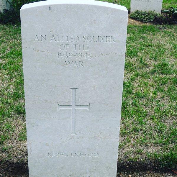 grave, cemetery, headstone, grass, memorial,