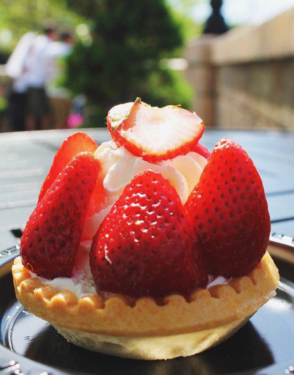 dessert, strawberry, strawberries, food, whipped cream,